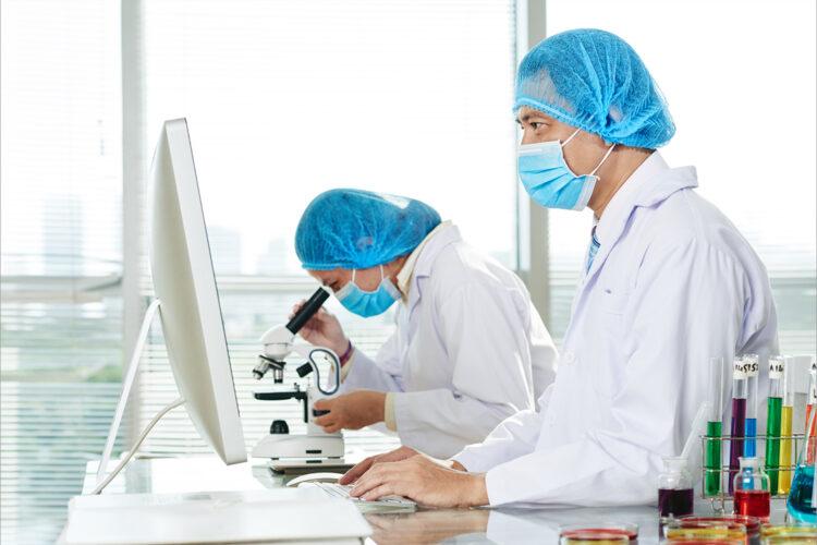 Investigación, laboratorio, superbacterias