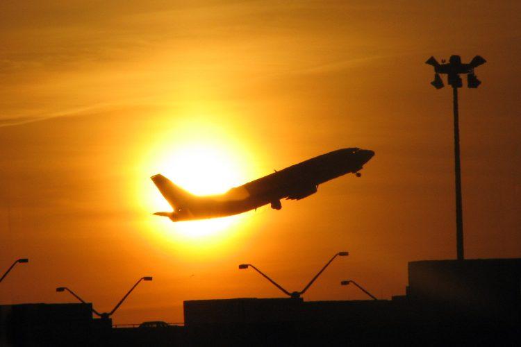 avión en aeropuerto de Boston