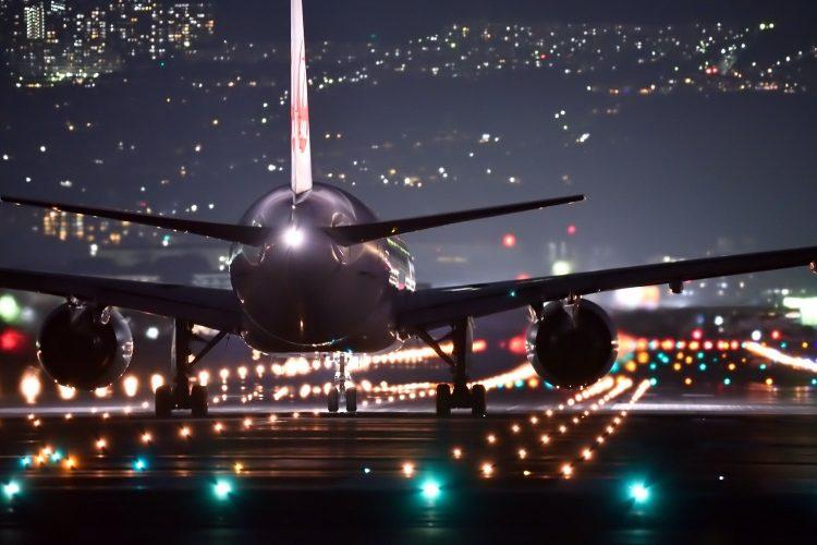 infraestructuras estratégicas aeropuerto nocturno