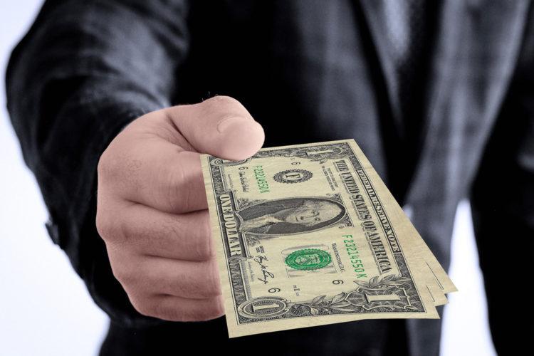 pago con dinero en efectivo