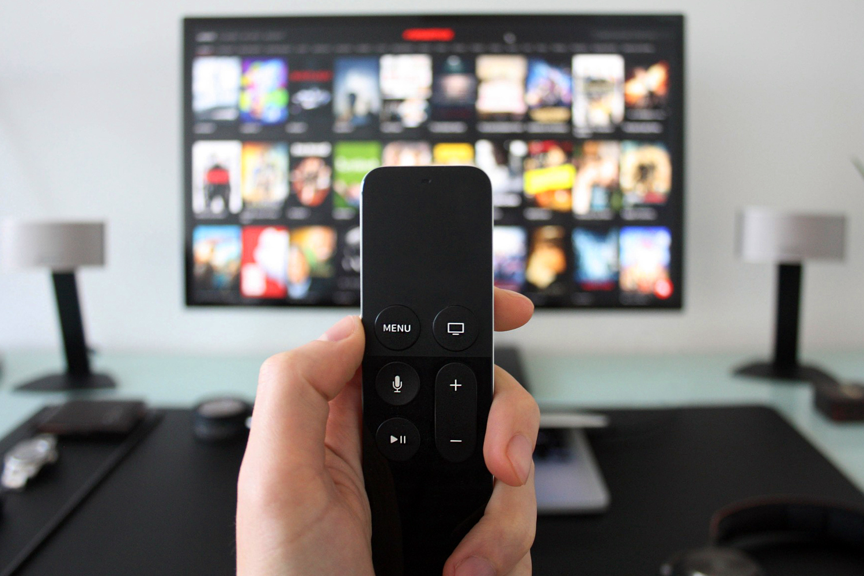 ciberseguridad Smart TV mando a distancia