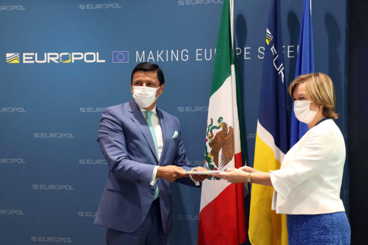 firma del acuerdo de seguridad pública entre México y Europol