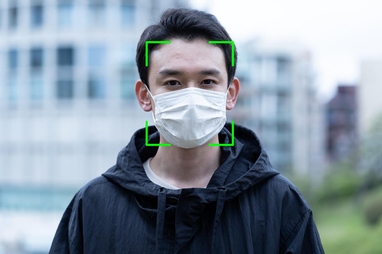 control de accesos reconocimiento facial cara de hombre joven