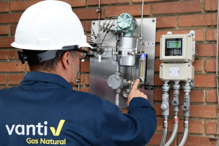 Vanti operario de gas natural