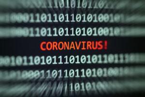 ciberseguridad palabra coronavirus en una pantalla digital