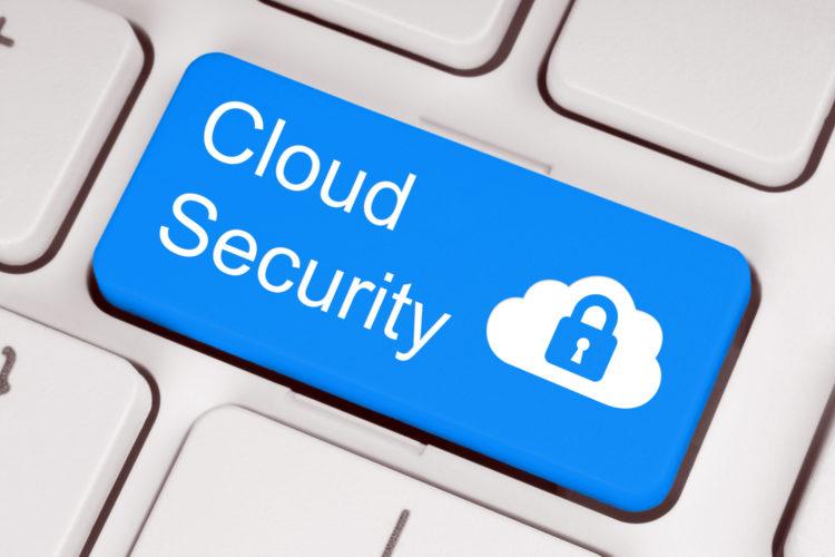seguridad en la nube en el teclado de un ordenador