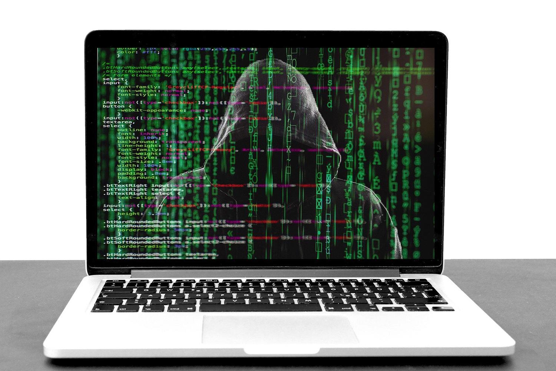 ciberseguridad un hacker en un ordenador portátil