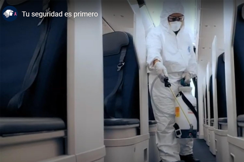 protocolos de bioseguridad en un avión de Aeroméxico