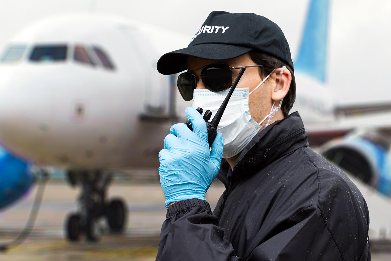 seguridad privada un vigilante en un aeropuerto