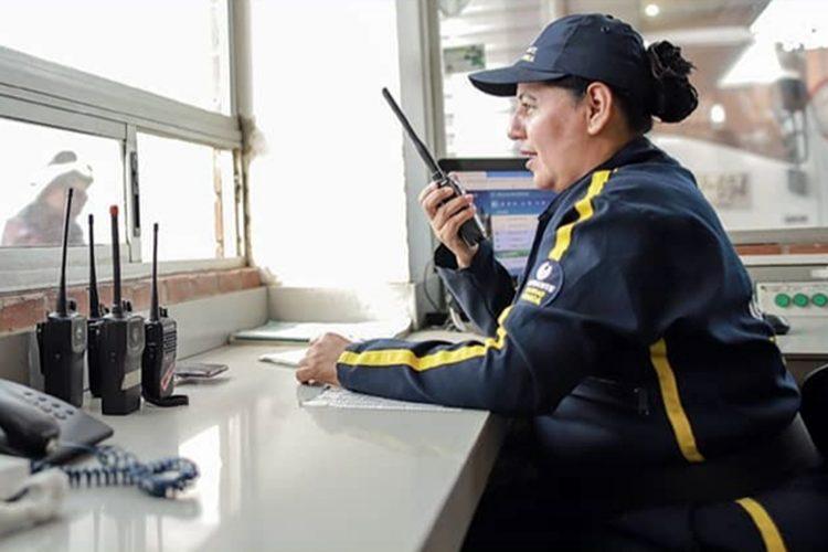 Trabajadora del sector de la seguridad privada colombiano