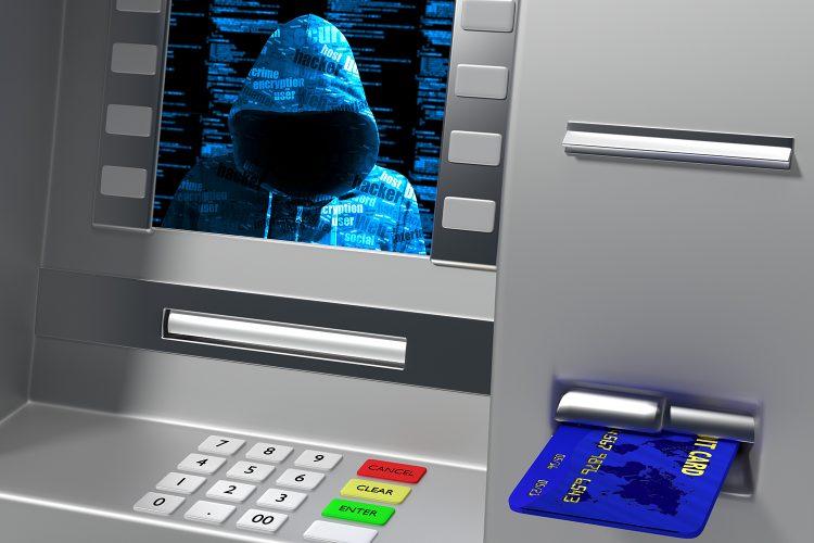 Un hacker en la pantalla de un cajero automático