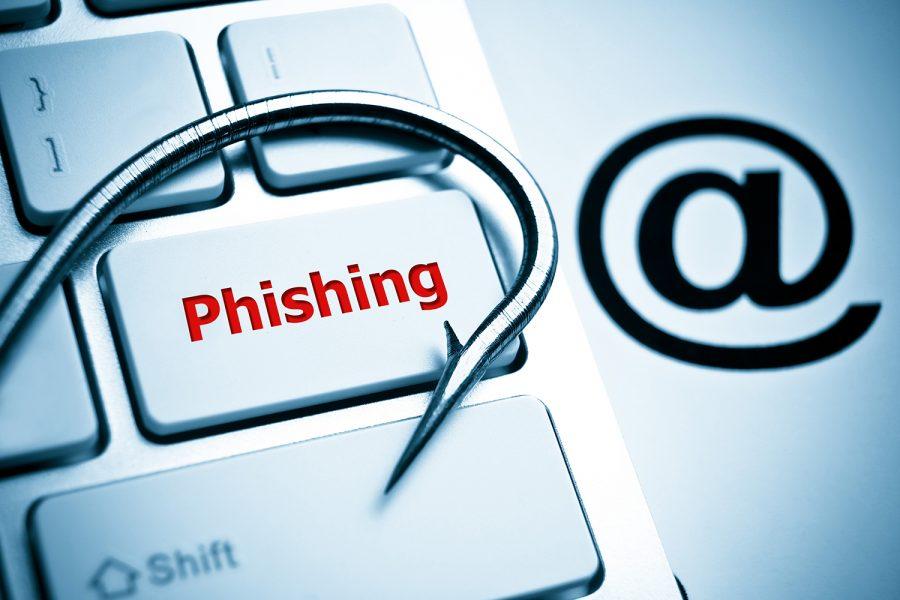Phishing teclado de ordenador y signo de arroba correo electrónico