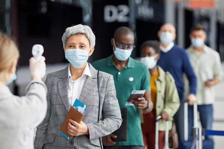 seguridad en aeropuertos medición de la temperatura corporal