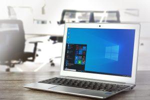 ordenador portátil con productos de Microsoft