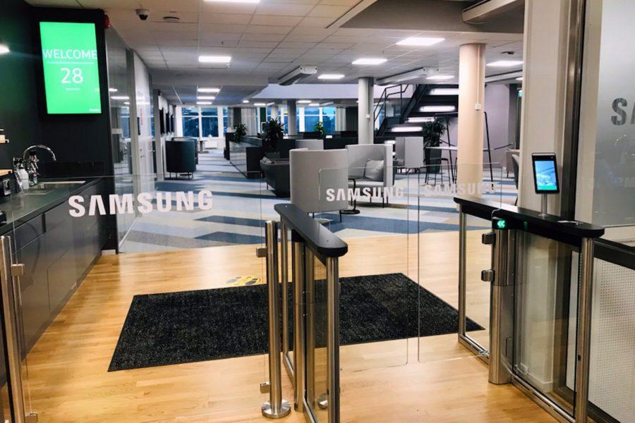 soluciones de acceso con control de infecciones de Gunnebo en las oficinas de Samsung