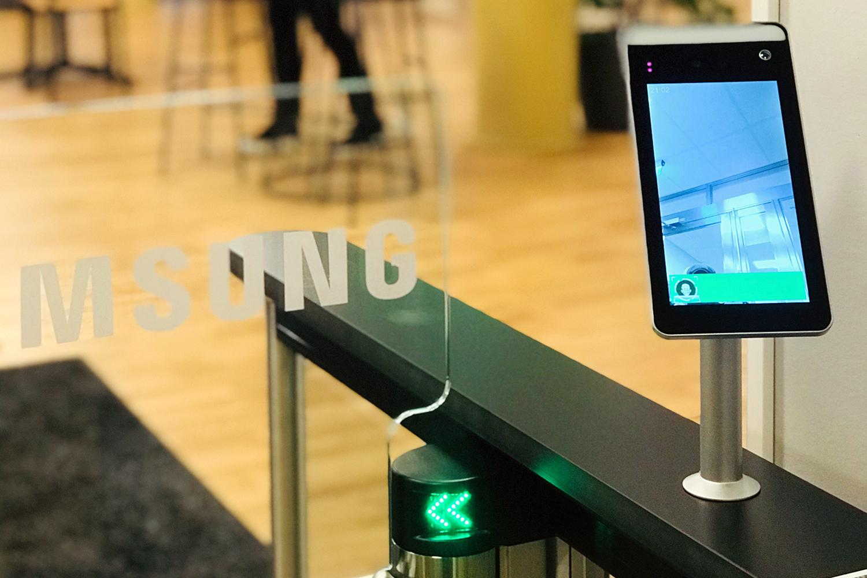 soluciones de acceso con control de infecciones de Gunnebo en las oficinas de Samsung en los países nórdicos