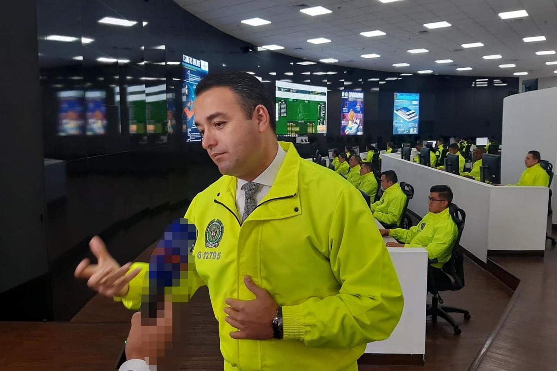 Coronel Luis Fernando Atuesta Zarate en el CAI Virtual de la Policía Nacional de Colombia