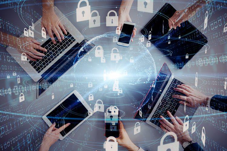 usuarios utilizan sus dispositivos móviles de forma segura