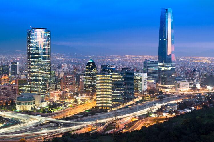vista nocturna de Santiago de Chile