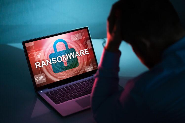 un usuario sufre un ataque de ransomware