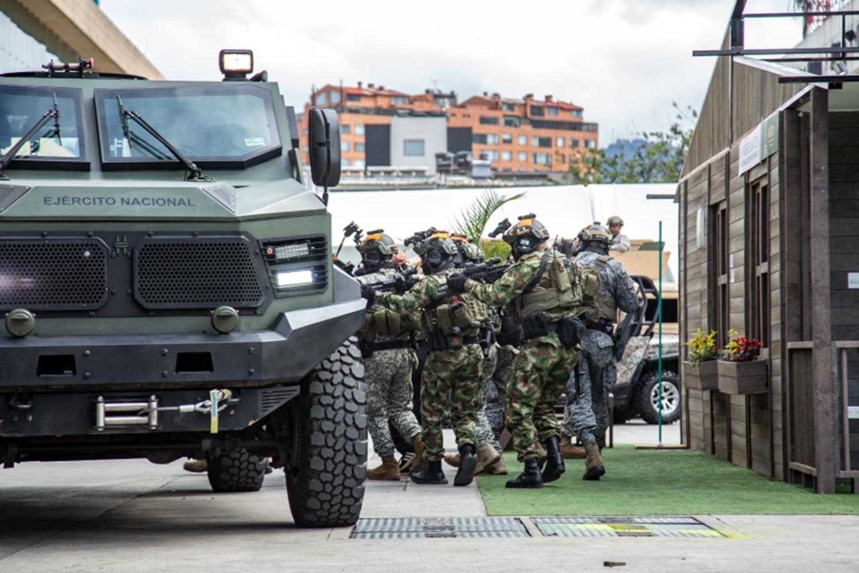 ejercicio militar en la feria Expodefensa de Bogotá