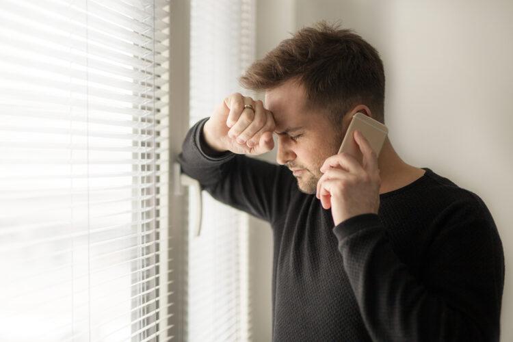 un hombre es víctima de una extorsión telefónica